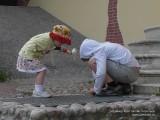 Дети обследуют башню