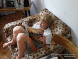 Данилка изучает игровой журнал