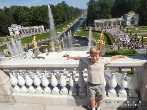 Вид на фонтаны нижнего парка в Петергофе