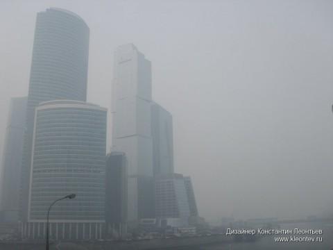 Здания Москва-сити в дыму