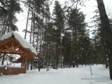 Лыжня идет мимо площадок отдыха отеля