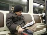 Данил читает книги везде