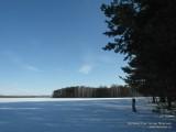 Зимне-весенний пейзаж заснеженного поля