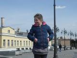 Фото девочки Патриаршем мосту в Москве