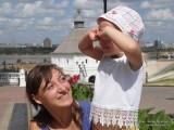 Фото девочка закрывает глаза руками