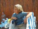 Мальчик скучает на качели