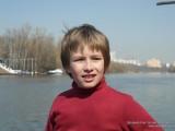 Фото портрет мальчика на берегу Москвы-реки