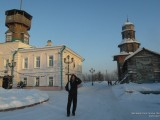 Площадь с музеем и колокольней