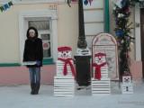 Снеговики у входа в музей