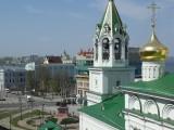 Церковь и памятник на площади