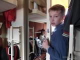 Семья в купе поезда