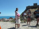 Девушки у крепости