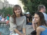 Девушки у фонтана