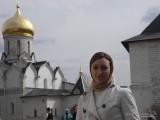 Девушка в монастыре
