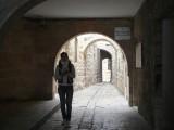 Под аркой в старом городе