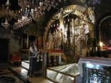 У святыни Храма Гроба Господня