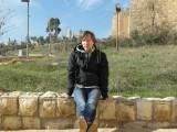 Турист у стен Старого города