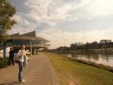 Парковая зона вдоль реки