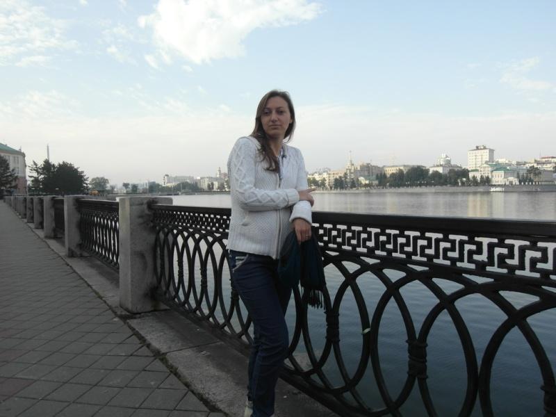 На набережной городского пруда Екатеринбурга