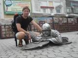 Памятник сантехнику на перекрестке Либкнехта и Ленина