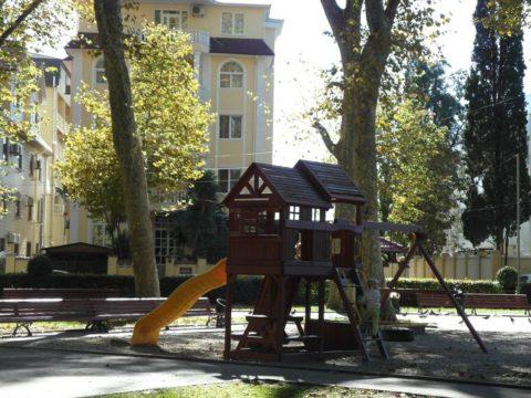 Детская площадка в сквере Бестужева