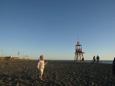 Идем смотреть закат у моря