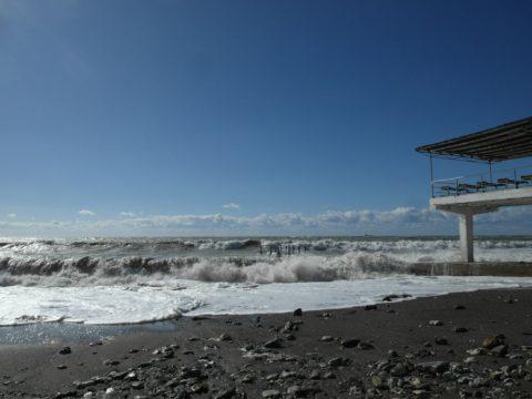 На пляже в Хосте