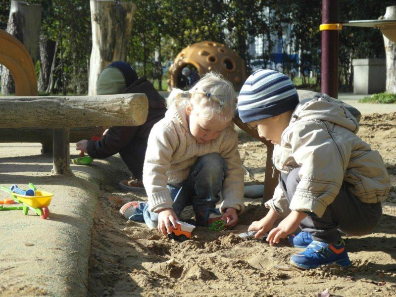 Песочница на площадке у Мандарина