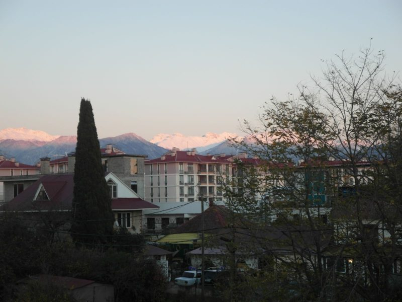 Некрасовское вечером вид на район Чистые пруды и горы