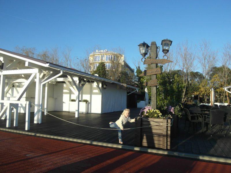 кафе и детская площадка у дома - 30 ноября