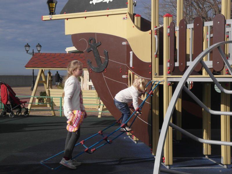 Детская площадка Кораблик на набережной, 5 января